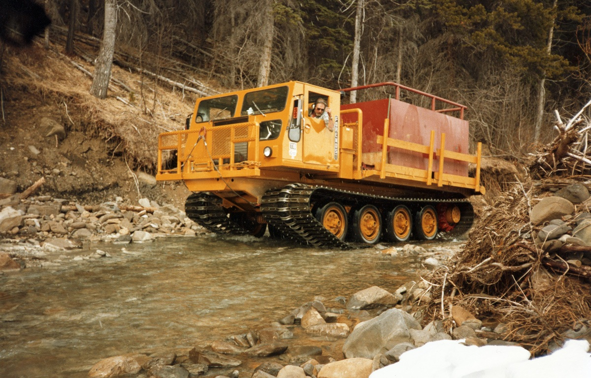Nodwell 110 Tracked Carrier   Foremost
